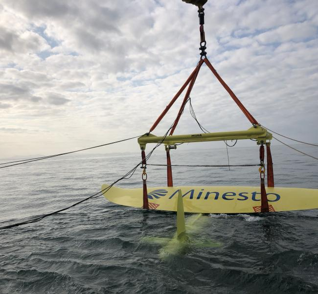 Minesto DG500 Lifted into the Water